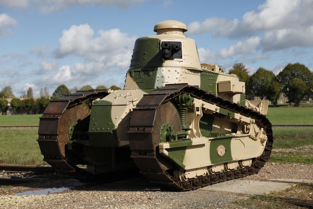 [밀리터리 WHY] <1> 전차와 장갑차는 왜 엔진의 배치가 다를까?